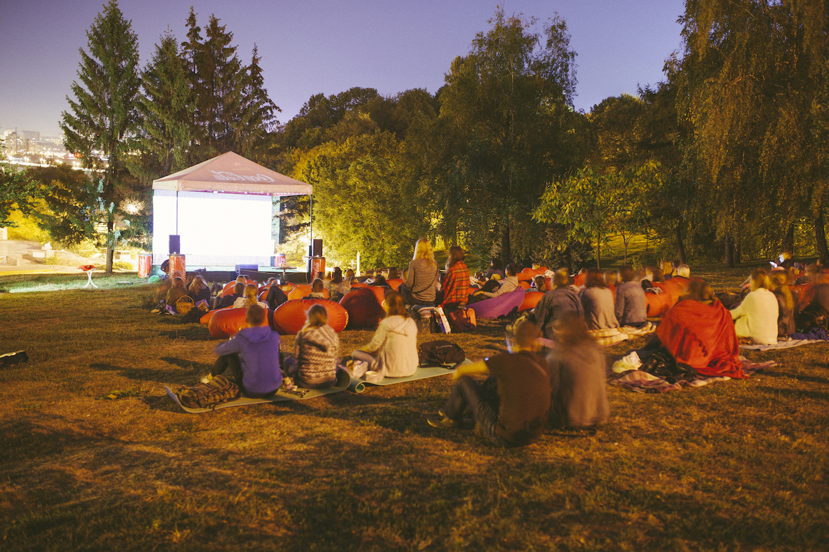 Public Viewing veranstalten- Kosten, GEMA, Technik & Co